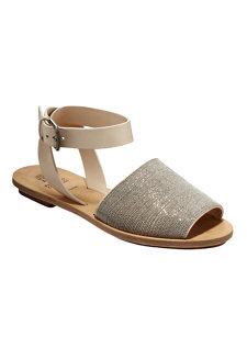 look 1 monili flat sandal